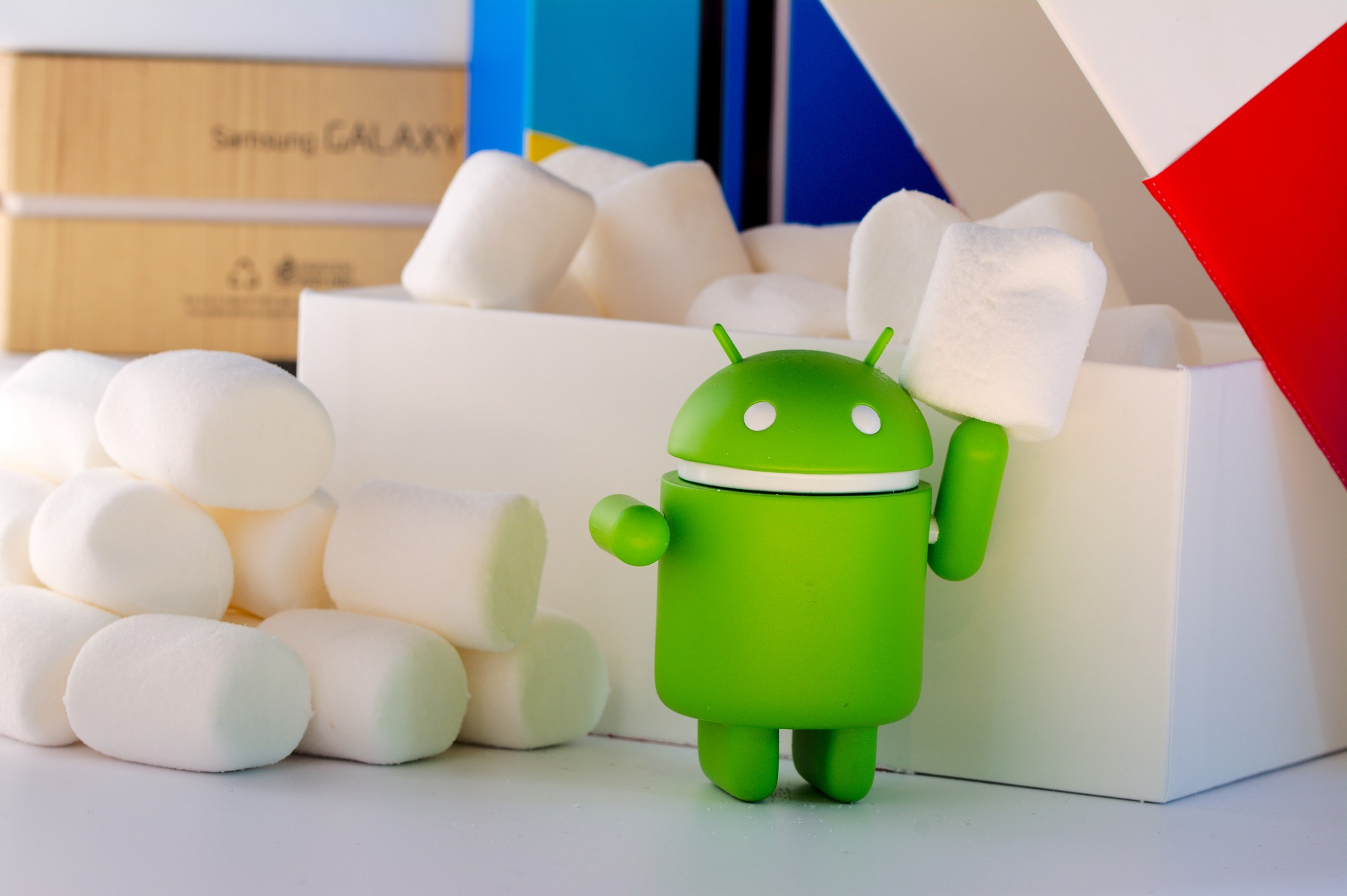 Android droid and marshmallows